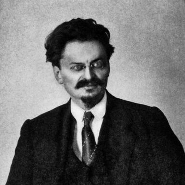 Den marxistiske leder Lev Trotskij var en mand med meninger. Hvad Des og dus angik, mente han, at alle burde være Des. Det udtrykte alles borgerlige lighed.
