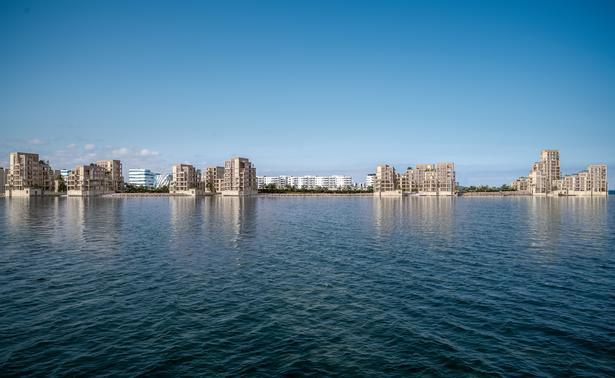 Tuborg Strandeng skal bestå af fem kysthuse med i alt 167 luksuslejligheder. Som en del af det samlede projekt opføres der også 156 lejligheder i komplekser, der ligger lidt mere tilbagetrukket fra vandkanten.  Illustrationer: Danica Ejendomme