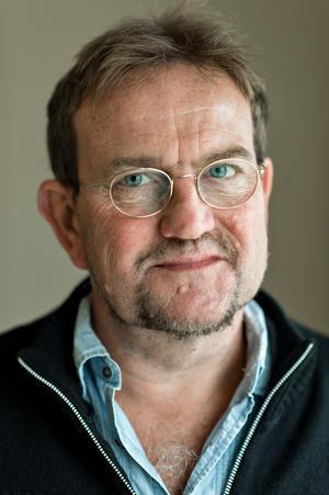 Forfatteren Lars Olsen har skrevet en ny bog, bl.a. om ulighed i uddannelsessystemet.