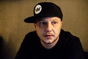 "Producer, trommeslager og sanger Søren Schoun alias Pharfar. Fotograferet til serien ""Mit forbrug""."