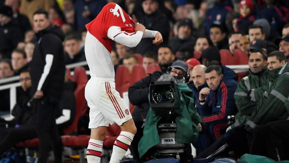 Arsenal dropper den upopulære anfører, der ellers har sagt undskyld