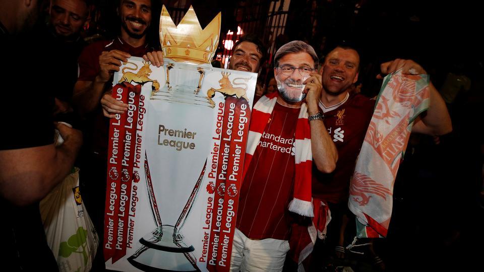 Liverpool-træner hulker sig gennem interview efter første guld...