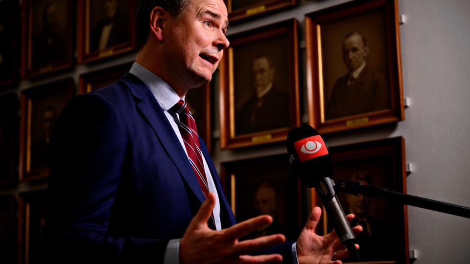Finansministeren skal sætte DBU og Danske Spil...
