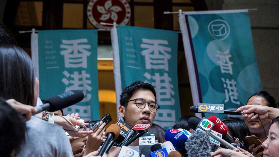 Fremtrædende aktivist flygter ud af Hongkong efter ny...
