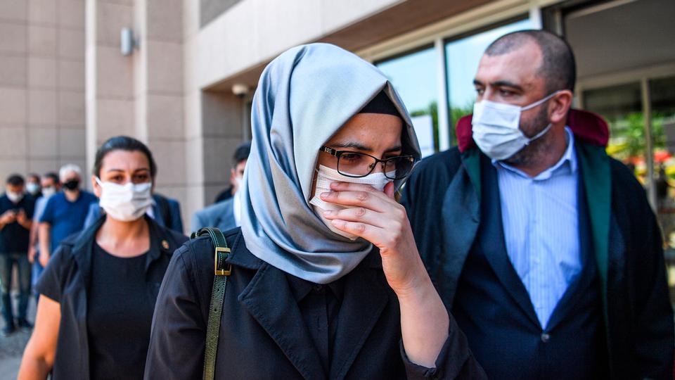 Khashoggis forlovede mødte op i retten fredag. Det...