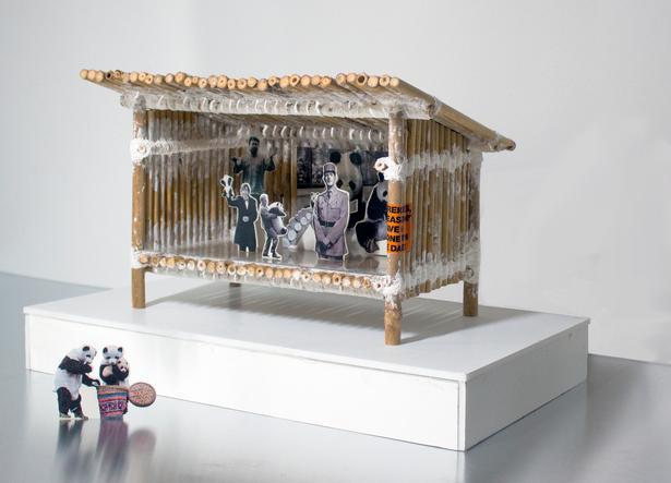 Sebastian Hedevang: 'Bao Bao' (2018). Skulptur i bambus, gipsgaze, skumpap, laserprint, pvc, flamingo. 40x25x25