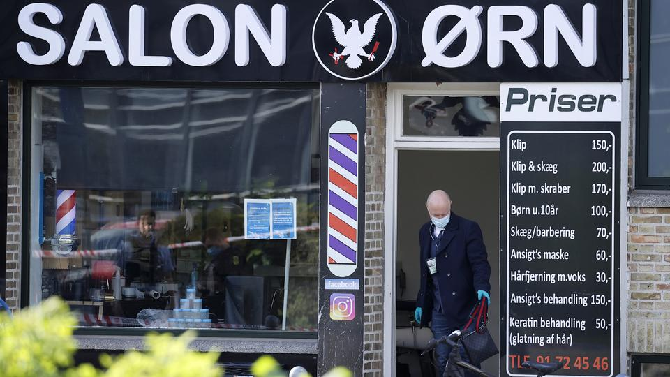20-årig dræbt af skud i frisørsalon lige overfor gymnasium i København
