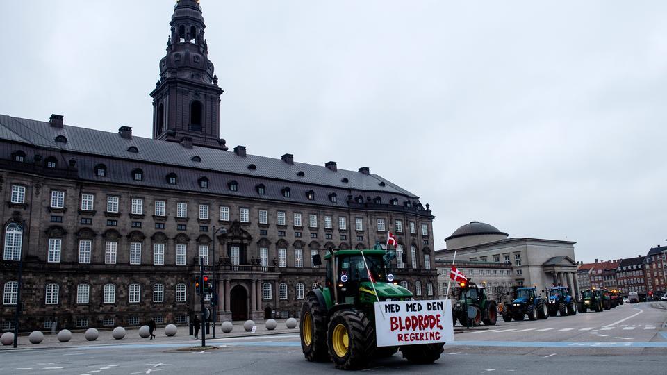 »Når Christiansborg ikke vil komme til os, må...
