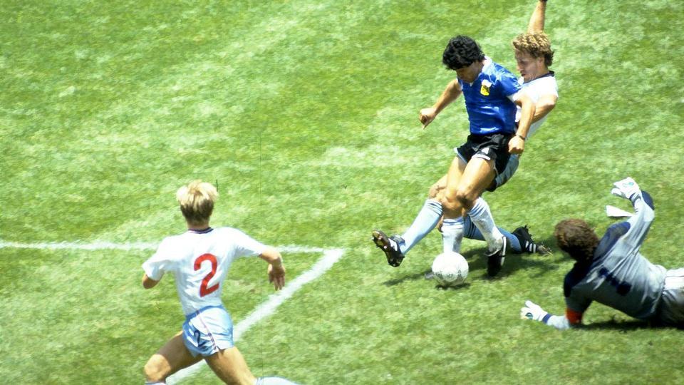 Diego Maradona: Fire nedslag i et stormombrust liv som...