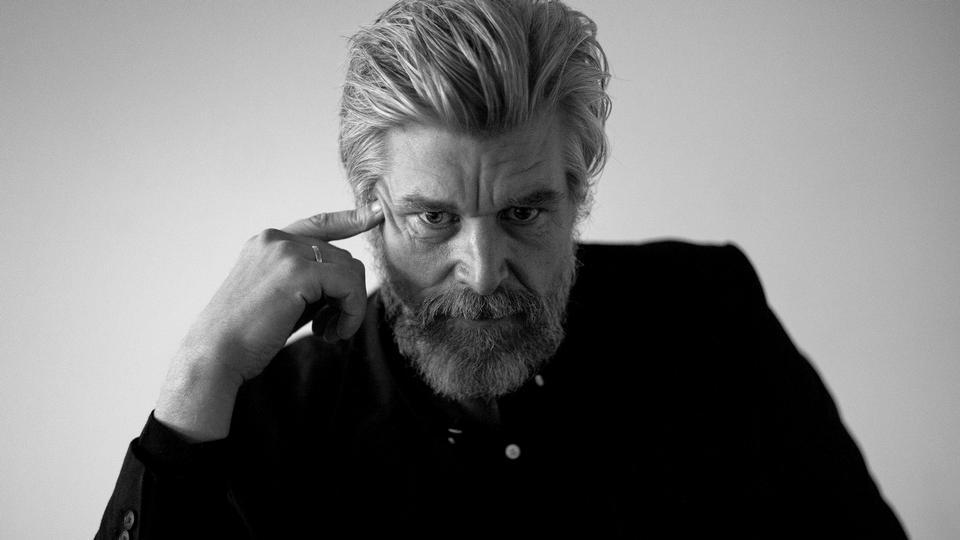 Ove Knausgård: Hvem har dræbt og skalperet medlemmerne af...