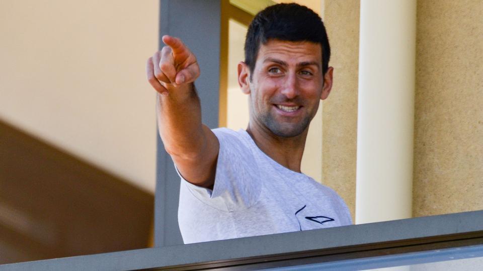 Tenniskonge stiller coronakrav, får et mystisk tweet med...