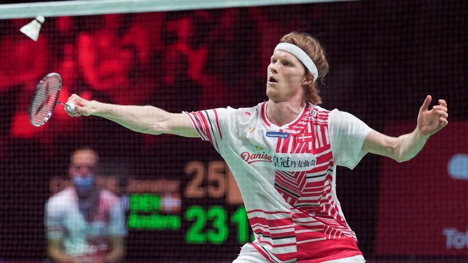 Image Antonsen rejser sig med sejr over Gemke, der misser en sætbold
