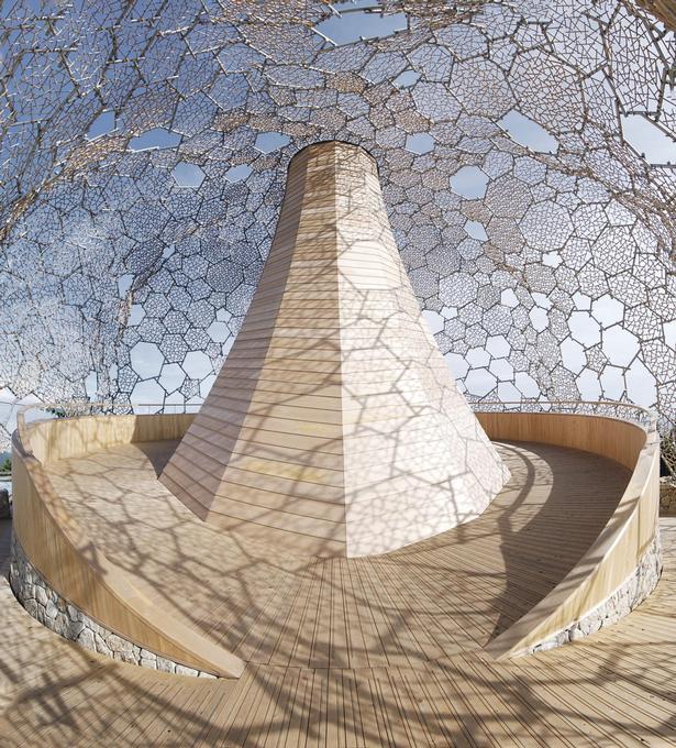 Rokko Observatorium med sit filigran, der er udformet til på særlige dage at lade rimfrosten gro lange nåle af is.