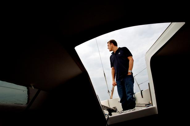Ro. Jeppe Nybroe har altid elsket at sejle. For på havet er der ro. Foto: Finn Frandsen