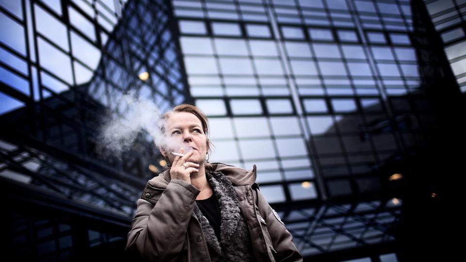 nøgne teenagere rygning sprøjter pyssy