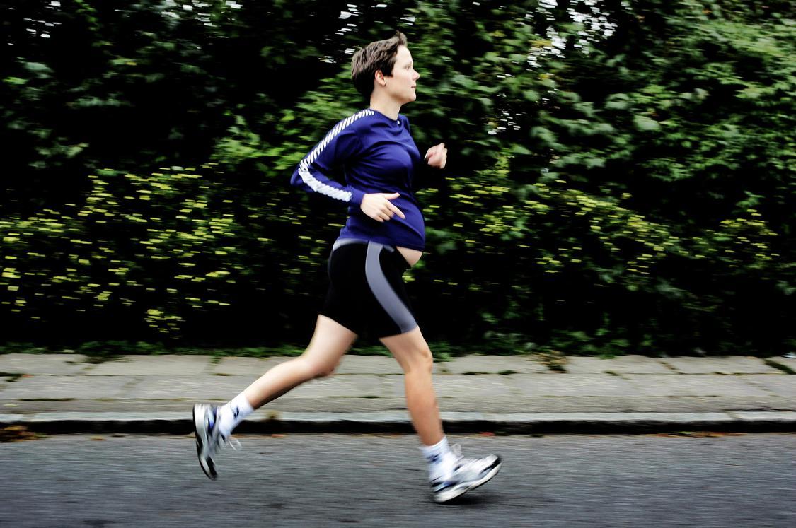 Gravid spørger Klarlund om råd: Må jeg løbe, selvom jeg