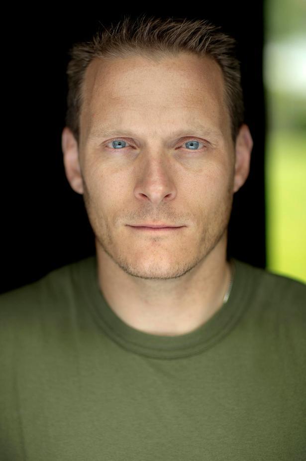 Udsendt. Mads Silberg, 37 år under udsendelsen i første halvår af 2010, kaptajn og CIMIC-officer i Charliekompagniet.