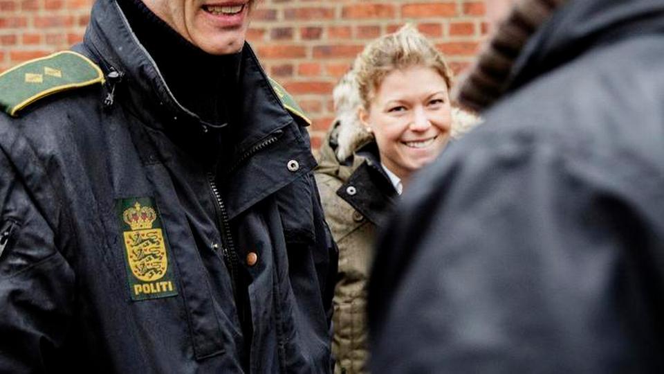 dating en politimand fordele og ulemper dating og forhold citater