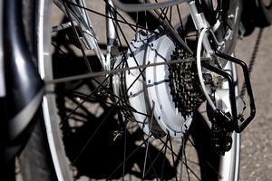 Test af elcykler.