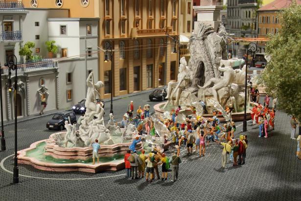 Det er ikke kun togene, som fascinerer publikum, men også alle de små detaljer som fra springvandene i Rom.