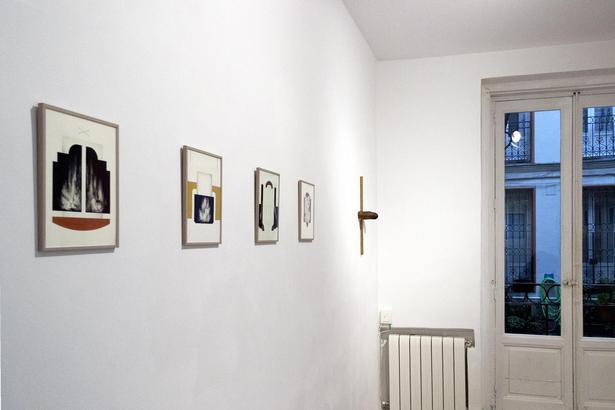 På det lille galleri i Malasaña finder man bl.a små minimalistiske malerier og holografiske naturfotografier..
