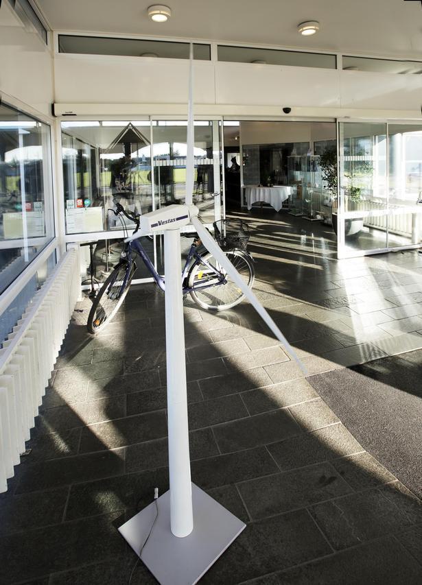 Heller ikke på Hotel Fjordgården er der tvivl om, at vindmøllegiganten Vestas er en af de største arbejdsgivere på egnen.