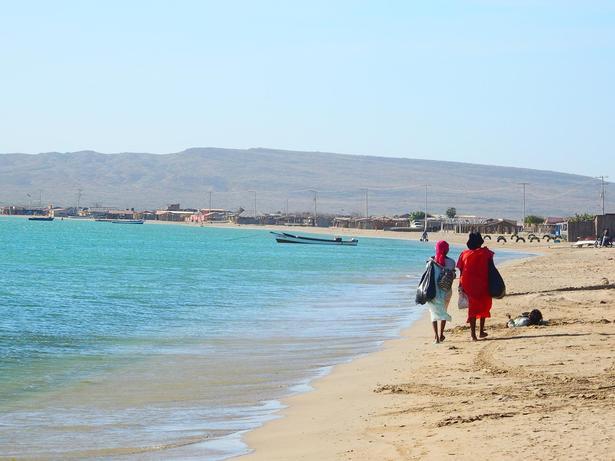 Gårtur langs strandkanten.